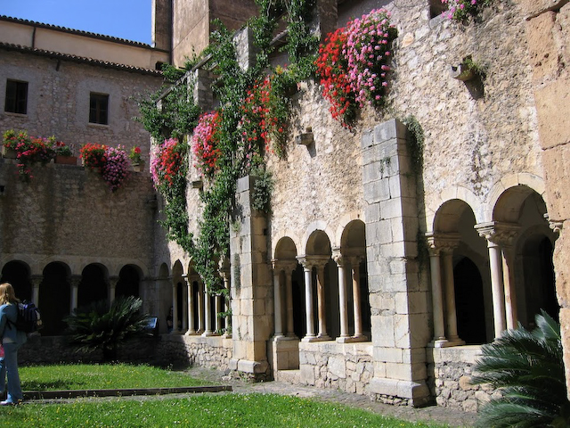 Courtyard, Valviscolo Abbey